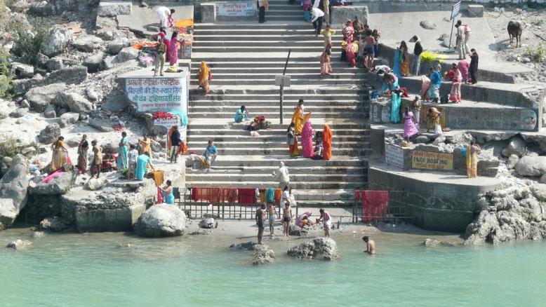 Ce bon bain m'a fait du bien (dans les eaux sacrées du Gange), me voilà purifié.