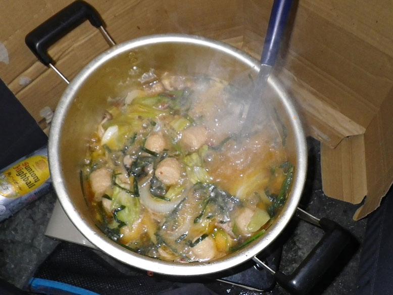 今回は濃いモツ鍋です。寒かったんで鍋で正解でした。