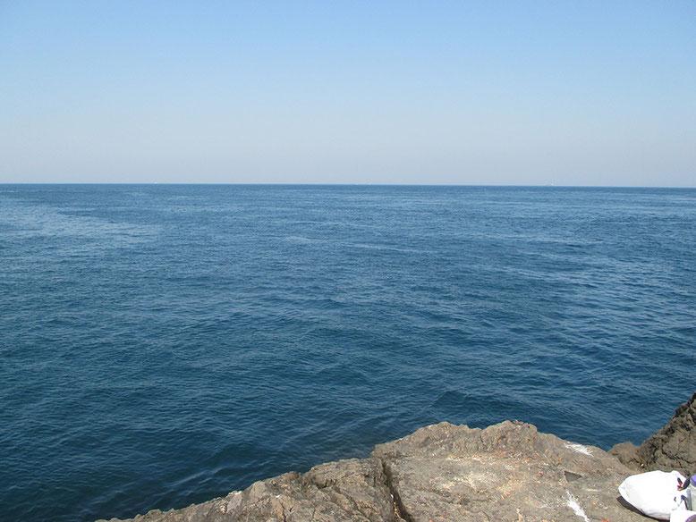 多少、風がありますが、ベタベタの海です。