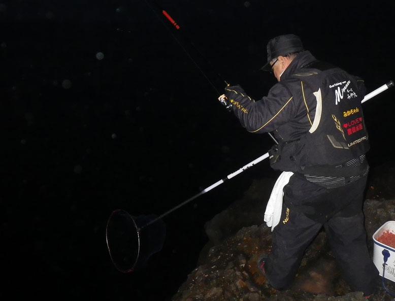 夕まずめ、みかちゃんがクロやハンサコを釣った様です