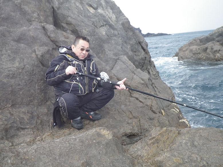上げ潮も終わったんで、水道側で宙釣りのカッコウしてみます(^o^)