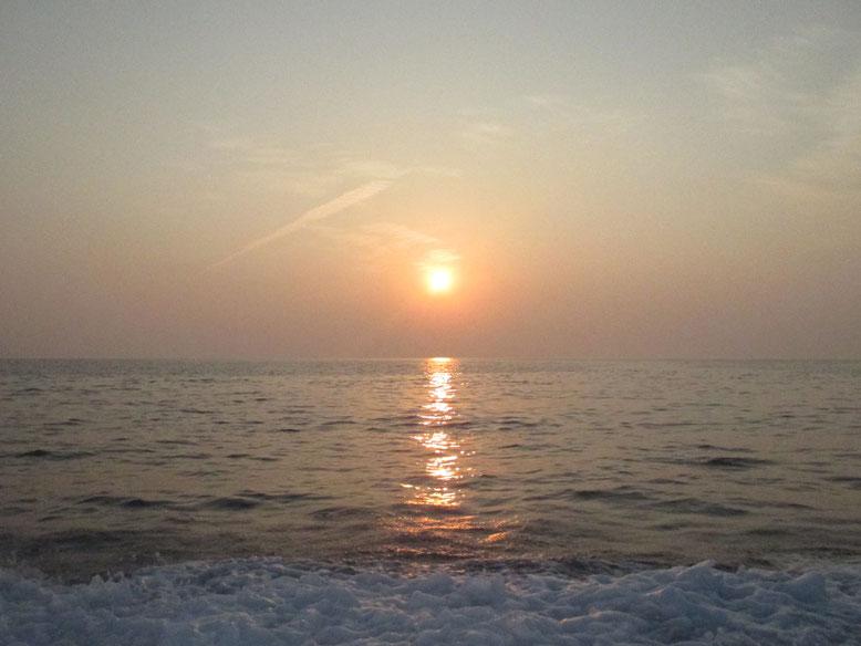 船から朝日(^o^)