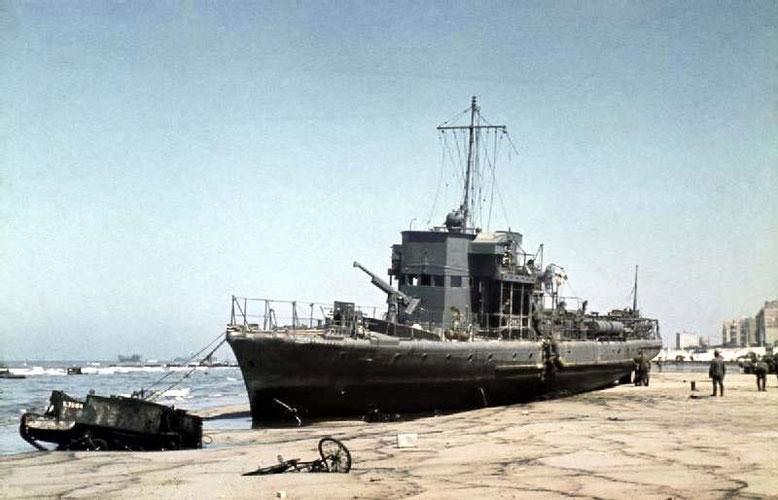 Strandabschnitt in Dünkirchen nach der Evakuierung der B.E.F. am 6. Juni                                                                                                             (Imperial War Museum)
