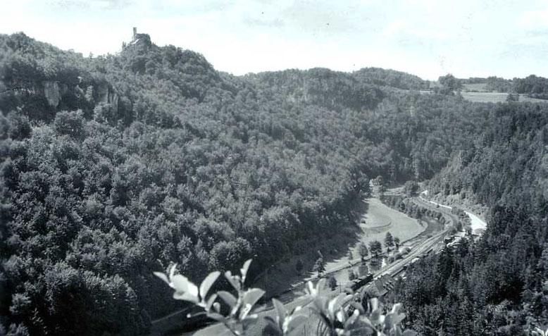 Das Wiesenttal in der Fränkischen Schweiz war in den 1950er Jahren unser immer wieder gern besuchtes Ausflugsziel. Hier die Region um die Stempfermühle mit der Burg Gößweinstein im Hintergrund