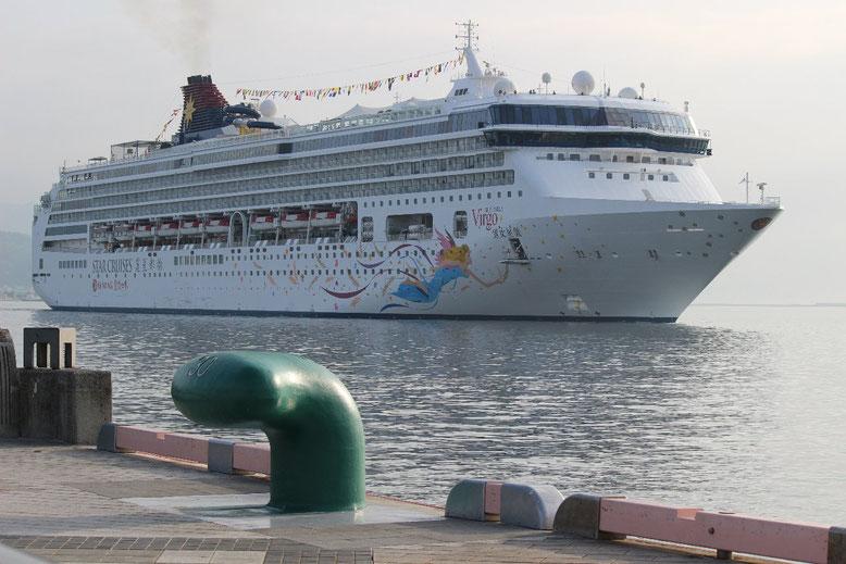 平成29年7月10日に清水港へ初寄港したスーパースター ヴァーゴ