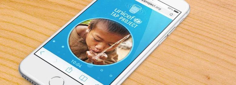 UNICEF reta a los ciudadanos americanos a dejar de lado el teléfono a cambio de donar agua potable a niños con necesidades