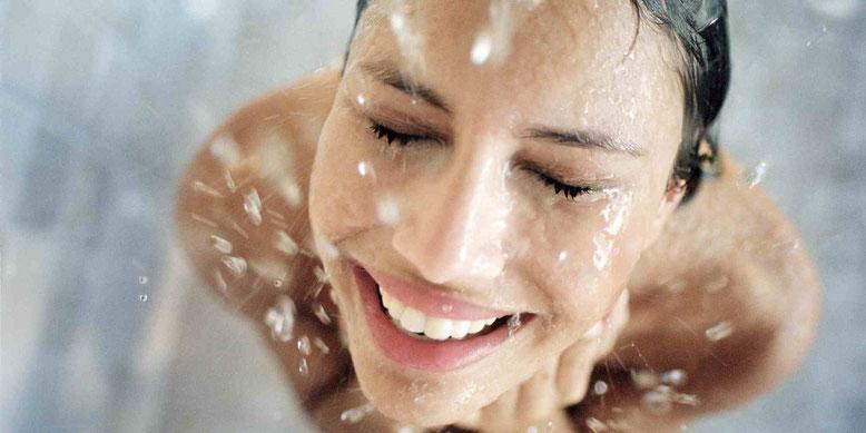 El descalcificador elimina definitivamente la cal del agua dejando una piel suave e hidratada