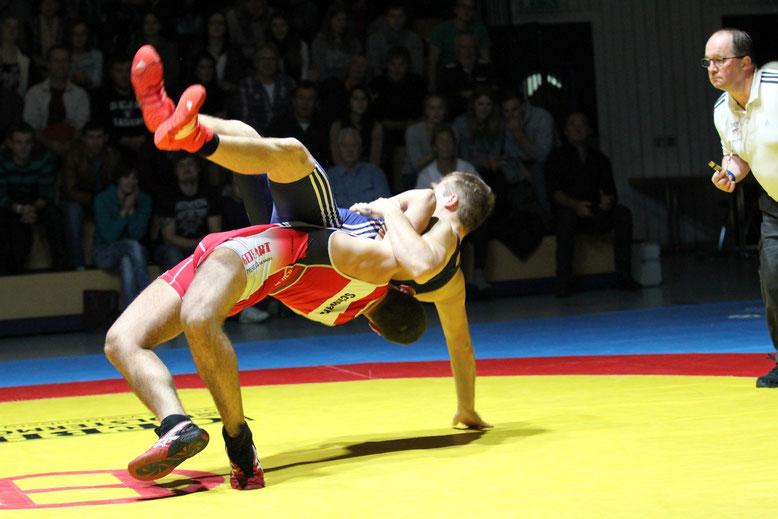 Roland Schwarz (rot) gegen Philipp Asal (blau)