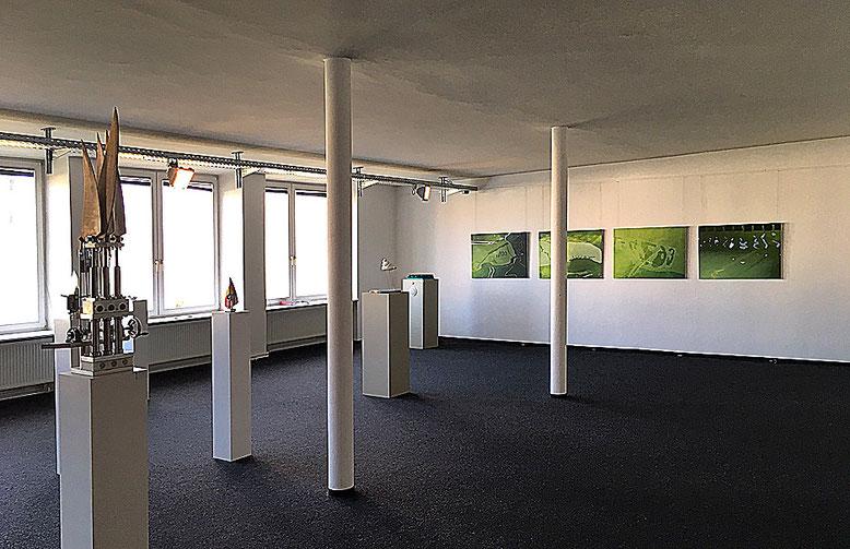 Blick in den kleinen Raum der Ausstellung