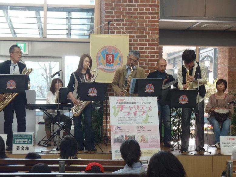 横濱サクソフォニストさん。サックスが豊富な元気なバンドです。