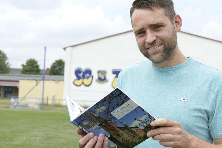 Peter Mann ist Co-Autor der neuen Dorf-Biografie über Züllsdorf. Sein Herz schlägt für den Sport und für seinen aktiven Heimatort