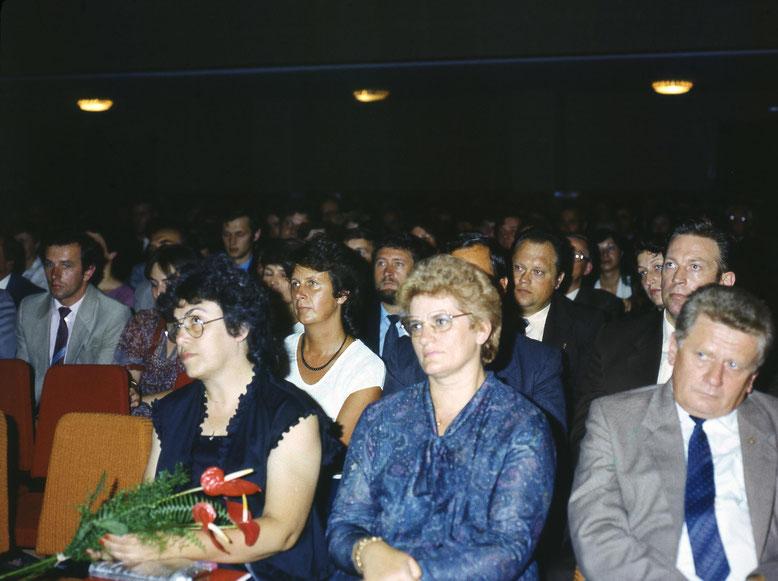 Vorn links: Gerhard Pohls inzwischen verstorbene Frau.