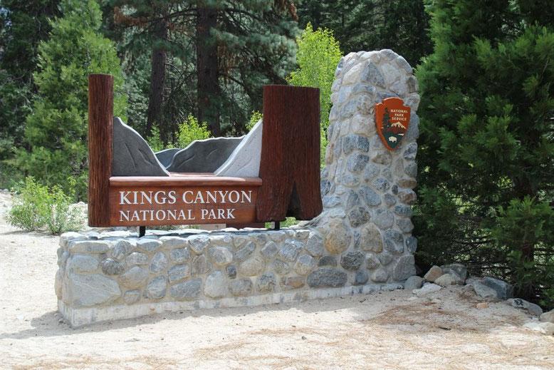 Das Parkschild steht ziemlich am Ende unten im Canyon.
