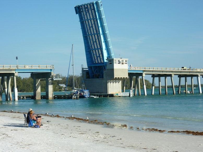Brücke am Coquina Beach
