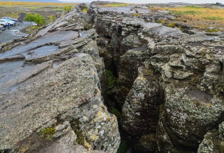 Grjótagjá, Verwerfungszone zwischen den Kontinentalplatten von Amerika und Europa