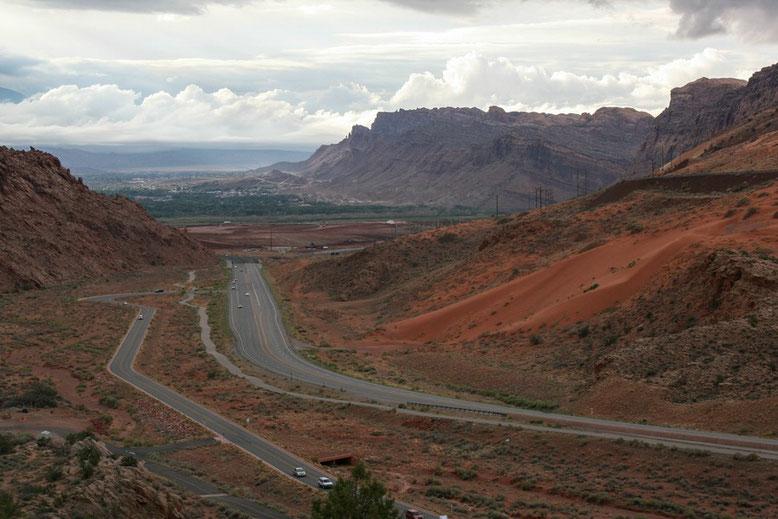 Ausblick vom Arches NP auf Moab