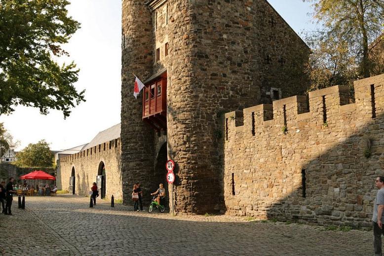 Maastricht, Stadsomwaling - Helpoort