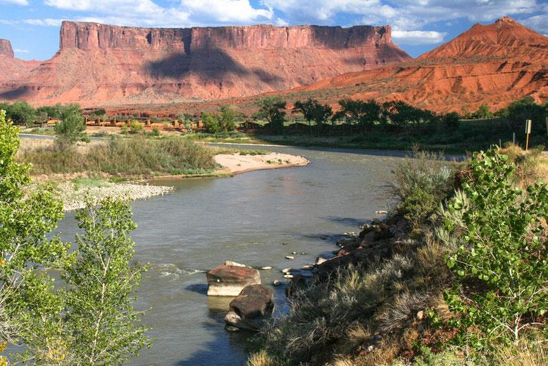 Es gibt immer wieder einen Stop am Colorado River.