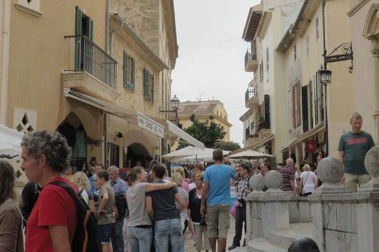 Alcudia am Markttag, proppenvoll