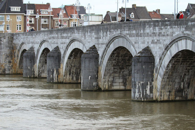 Sankt-Servatius-Brücke, Maastricht