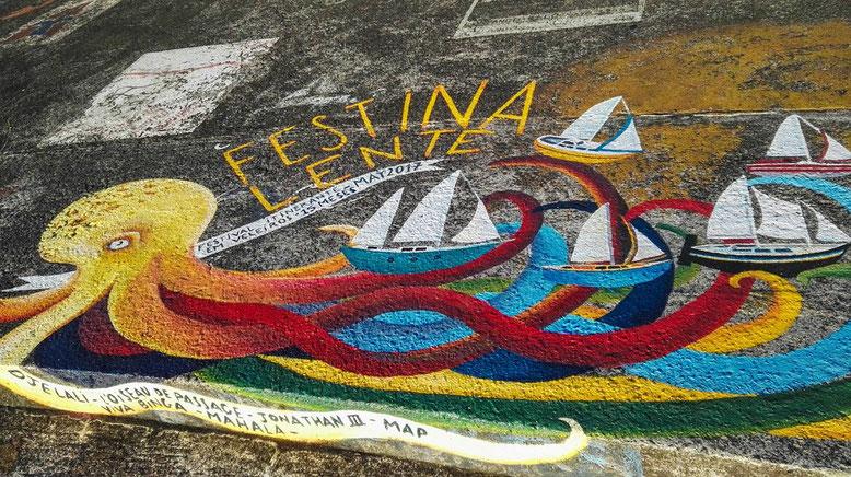 Handbemalte Schiff Callingcards am Kai in der Marina Horta, Faial auf den Azoren