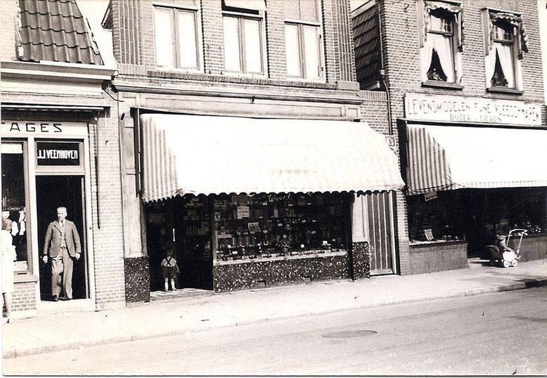 Snoepwinkel van van Weert tegenover de Sofiastraat