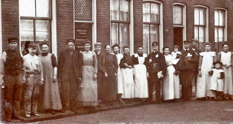 Warmoesstraat omstreeks 1925