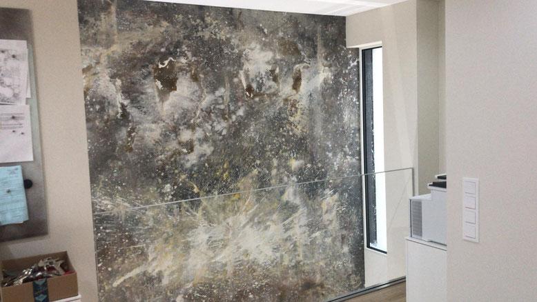 Lassen Sie sich über 2 Etagen ein Bild malen - Kunst anstatt Strukturtapete