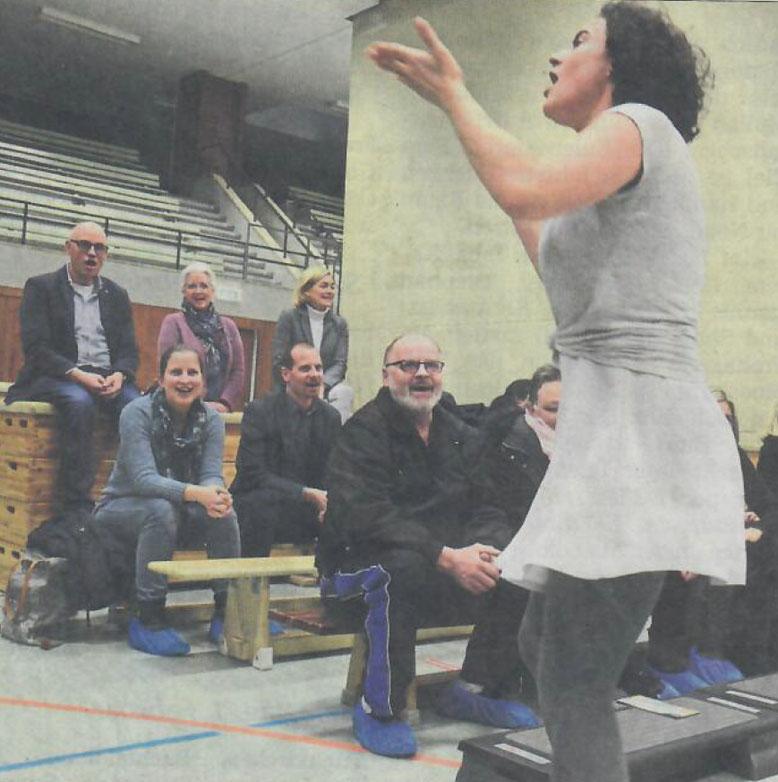 Um das Publikum unmittelbar anzusprechen, gingen die Schauspieler auch zu den Zuschauern.