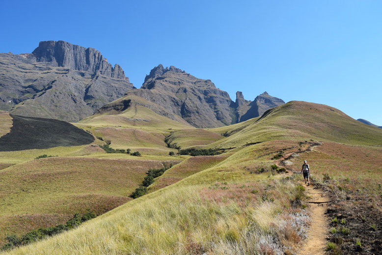 10 Scenic Hikes Around the World - The Drakensberg Hike in South Africa