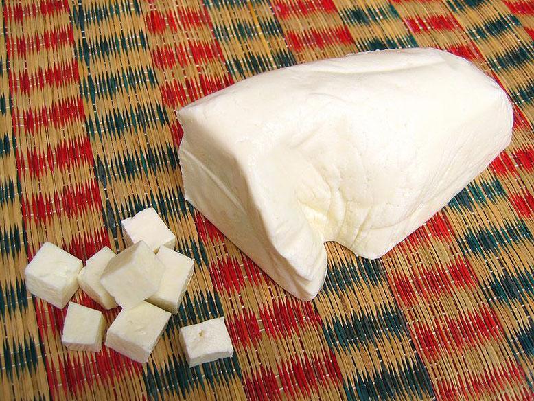 Ricetta del Paneer, formaggio indiano fatto in casa (Photo by Sonja Pauen)