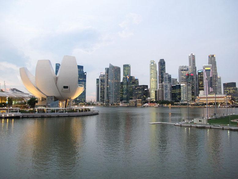 Singapore. Marina Bay al tramonto