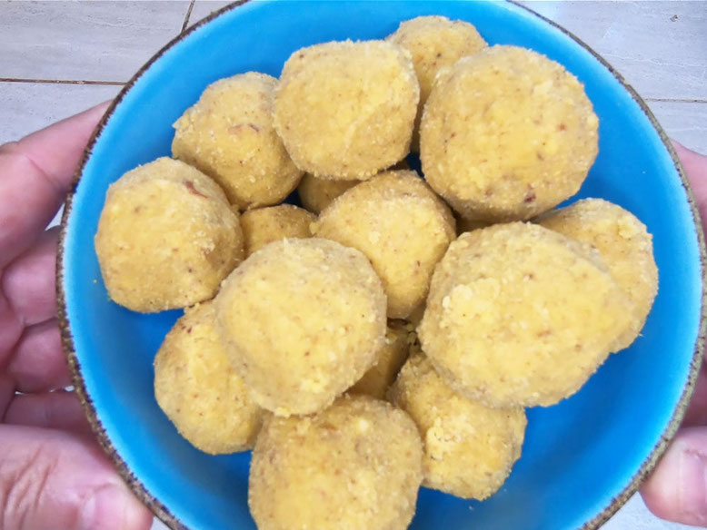 Ricetta dei Laddoo, dolcetti indiani (Photo by PJ wikilovesfood)