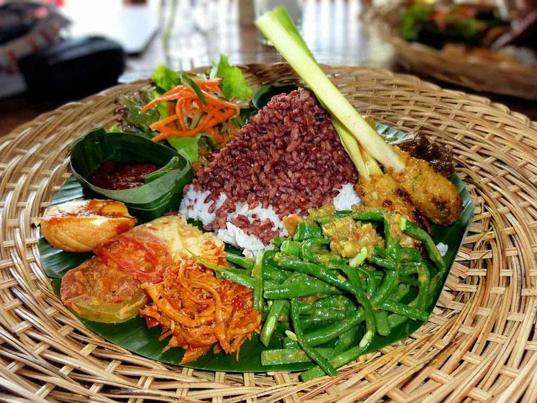 Cibo e cucina in Indonesia. Nasi Campur