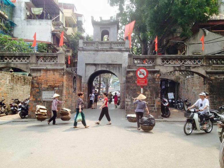 Hanoi. Strada e passanti