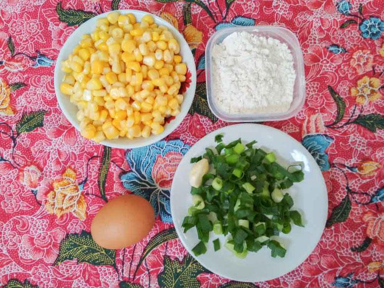 Ricetta Perkedel Jagung - frittelline di mais indonesiane. Ingredienti