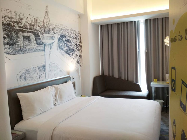 Yello Hotel Harmoni Jakarta - bedroom