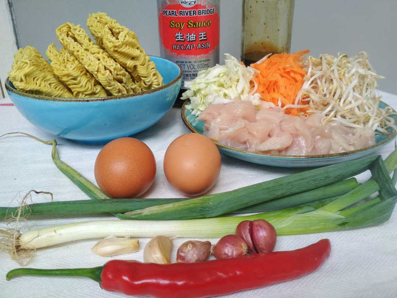 Ricetta Mie Goreng, noodles saltati all'indonesiana. Ingredienti