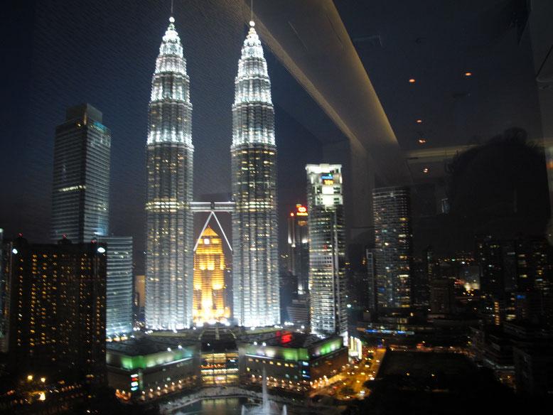 Vista delle Petronas Tower dallo Sky Bar di Kuala Lumpur (Photo by Gabriele Ferrando)