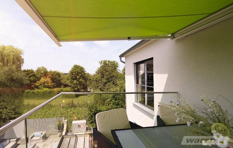 Balkon mit Markise zum Sonnenschutz