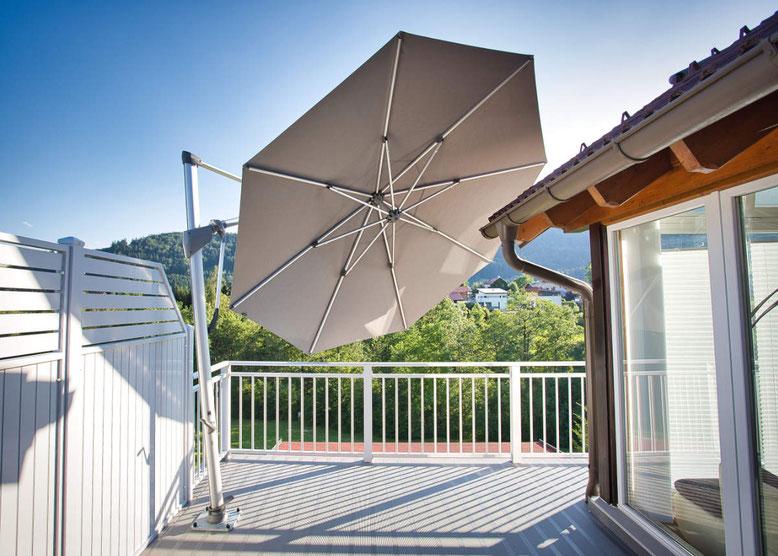 Sonnenschirm von Glatz am Balkon