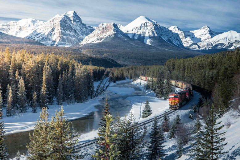 Best Photography Spots in Banff, the Canadian Rockies - Morant's Curve