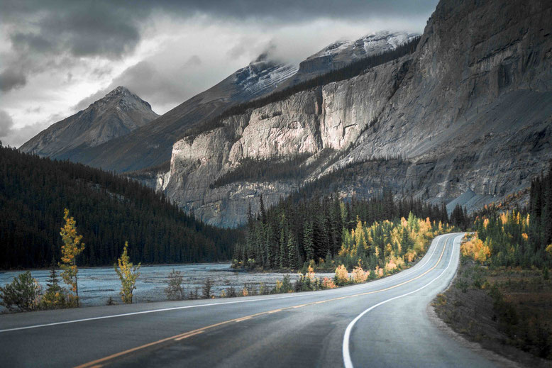The Complete Guide to Travelling in the Canadian Rockies - Dreaming and  Wandering
