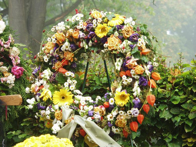 Kranzschleife  Bestattungslexikon, lexikon-bestattungen, Bestattungsdienste, Bestattungsbedarf