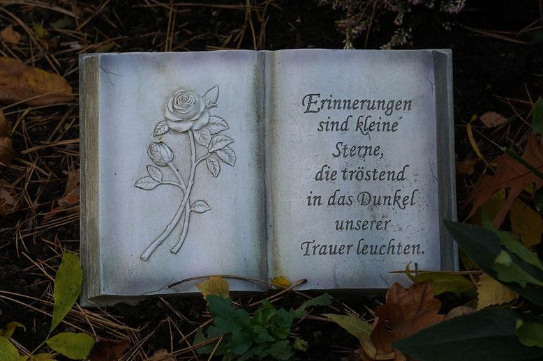 Grabbücher Bestattungslexikon, lexikon-bestattungen, Bestattungsdienste, Bestattungsbedarf Als Grabbücher bezeichnet man meist liegende Grabsteine oder Steinornamente in Buchform