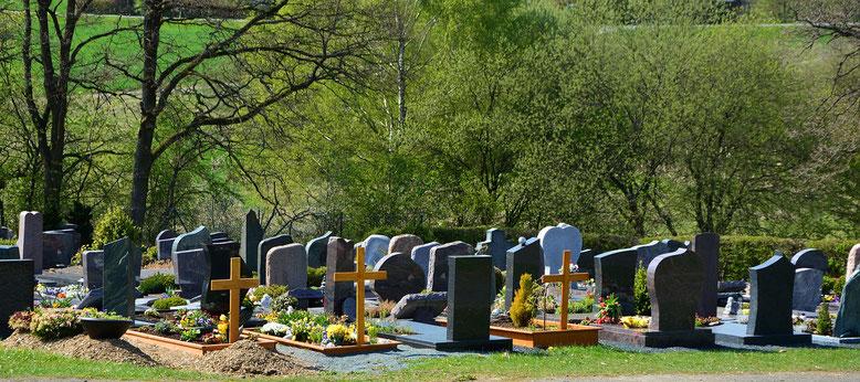 Bestattungsaufsicht Bestattungslexikon, lexikon-bestattungen, Bestattungsdienste, Bestattungsbedarf Im Rahmen einer Bestattung oder Trauerfeier auf dem Friedhof übernimmt in der Regel der Friedhofsträger die Bestattungsaufsicht