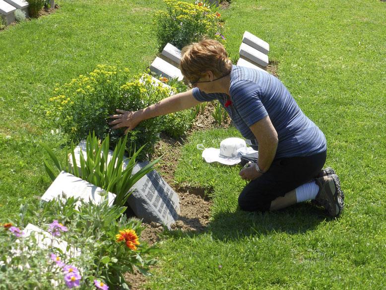 Grabtafel Bestattungslexikon, lexikon-bestattungen, Bestattungsdienste, Bestattungsbedarf Grabtafeln dienen der Abdeckung von Urnen-Erdgräbern sowie der Abdeckung von Urnenkammern in einem Kolumbarium.