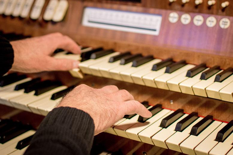 Orgelspiel Bestattungslexikon, lexikon-bestattungen, Bestattungsdienste, Bestattungsbedarf