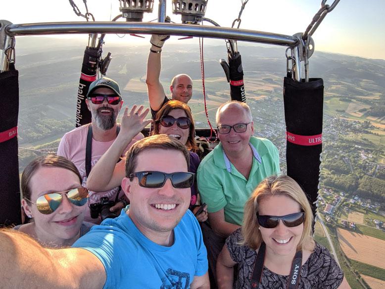 Pilot Martin Thaller, Tourismuschef Dietmar Lindau, Veronika (Flugentenblog), Jessica & Wolfgang (Reiseblitz, Foto Credits)