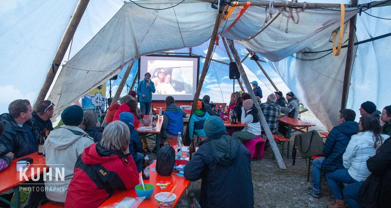 Bert vor 100 Zuschauern beim Gates of Summer Campervan-Treffen in Lofer, Foto: Kuhn Photography